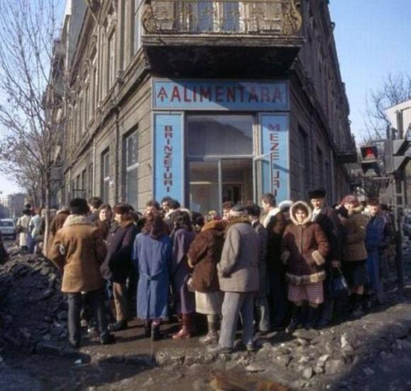 """Pâinea noastră, cea de toate zilele, dă-ne-o nouă și-n comunism… Jurnal """"din anii ăia"""", episodul 3"""